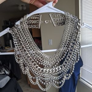 Bauble bar bib necklace